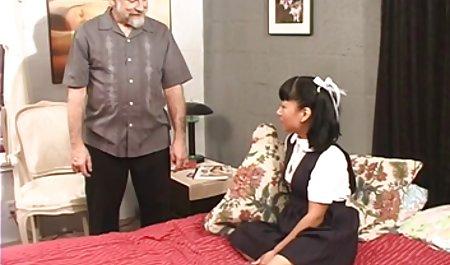 કેલી જાણતા ruskiy sekis હતા કે તેના સાવકા પિતા જોયું હતું તેના કપડાં કાઢવાં