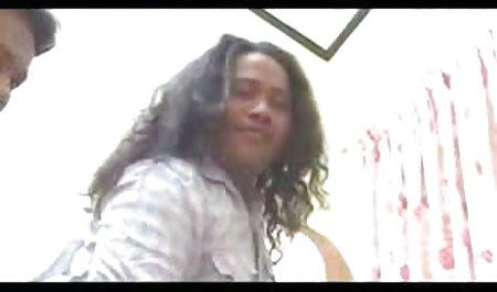 Plumper rubs તેના pussy અને Fucks ભારતીય પોર્ન સાથે પુખ્ત સ્ત્રીઓ સાથે બે ગાય્ઝ