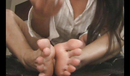 18 કુંવારી સેક્સ ભારતીય xxx - કેરોલીન બેઠા છે નેકેડ, બેઠક પર હૂંફાળું સોફા